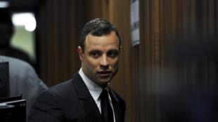 Oscar Pistorius arrive à son procès à Pretoria, Afrique du Sud, le 2 juillet 2014.