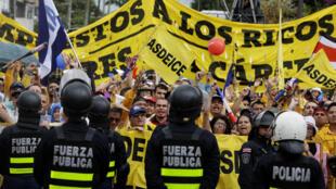 Marcha contra la reforma fiscal en San José, Costa Rica, este 12 de septiembre de 2018.
