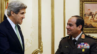 Abdel Fattah al-Sissi avec le secrétaire d'Etat américain John Kerry, le 3 mars 2013 au Caire.