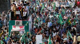 L'ex-Premier ministre Nawaz Sharif et sa fille Maryam avaient annoncé son retour et demandé à leurs partisans de venir les accueillir à l'aéroport de Lahore, le 13 juillet 2018.
