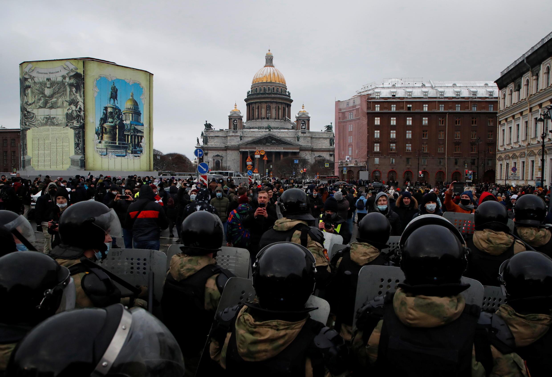 俄罗斯圣彼得堡周日的游行情况