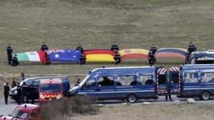 Nghi thức tưởng niệm hành khách người Úc thiệt mạng trong chuyến bay của Germanwings, dãy Alpes, nước Pháp, gần Seyne-les-Alpes, ngày 30/03/2015.