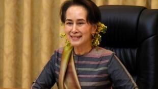 Aung San Suu Kyi, le 13 avril 2020, lors d'une conférence de presse sur le coronavirus.