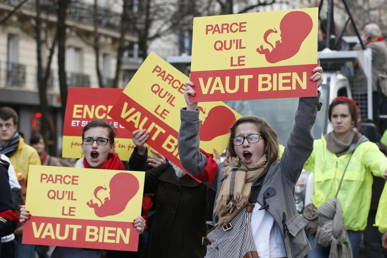 Les manifestants de la « Marche Pour la Vie » contre l'avortement le 19 janvier 2014 à Paris.