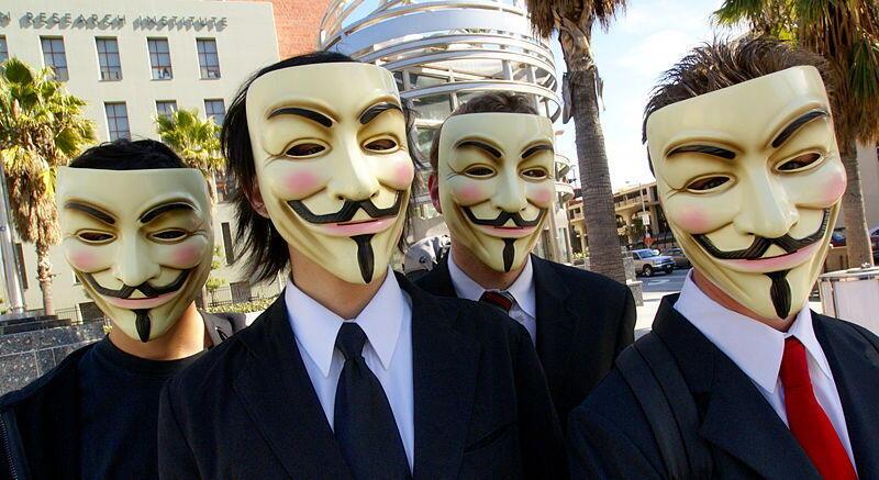 Одно из редких появлений «Anonymous» на публике. Лос Анджелес 2008 г.
