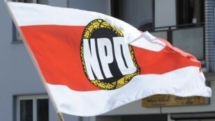 Le NPD, fondé par d'anciens fonctionnaires nazis en 1964, réunit à la fois de jeunes skinheads et des vieux nostalgiques du IIIe Reich.