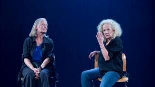 Catherine Hiegel et Tania Torrens dans «La nostalgie des blattes» de Pierre Notte.