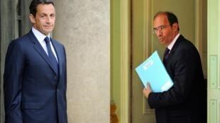 O presidente francês, Nicolas Sarkozy, defende o ministro do Trabalho, Eric Woerth, das acusações de tráfico de influência.