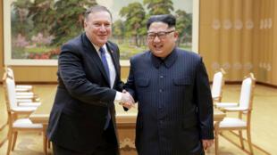 美国国务卿蓬佩奥与朝鲜最高领导人金正恩资料图片