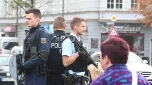 Policías en Munich tras un ataque con cuchillo este 21 de octubre.