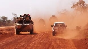 French troops drive to Segou, 16 January, 2013