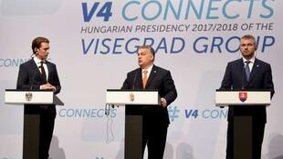 匈牙利总理维克托·欧尔班(Viktor Orban中间)、奥地利总理塞巴斯蒂安·库尔茨(Sebastian Kurz 左)、斯洛伐克总理彼得·佩莱格里尼(Peter Pellegrini 右)在布达佩斯特记者招待会上
