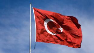 Dimanche 3 juillet, la Turquie reconnaît le CNT comme le représentant légitime du peuple libyen.