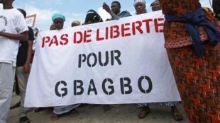 Manifestation de victimes de la crise post-électorale de 2010 devant le Palais de justice d'Abidjan, le 17 juin 2013.