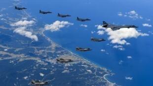 Sur cette image aérienne datée du 18 septembre, une escadrille de chasseurs américains et sud-coréens survole la péninsule coréenne (photo fournie par la Défense américaine le 23 septembre).