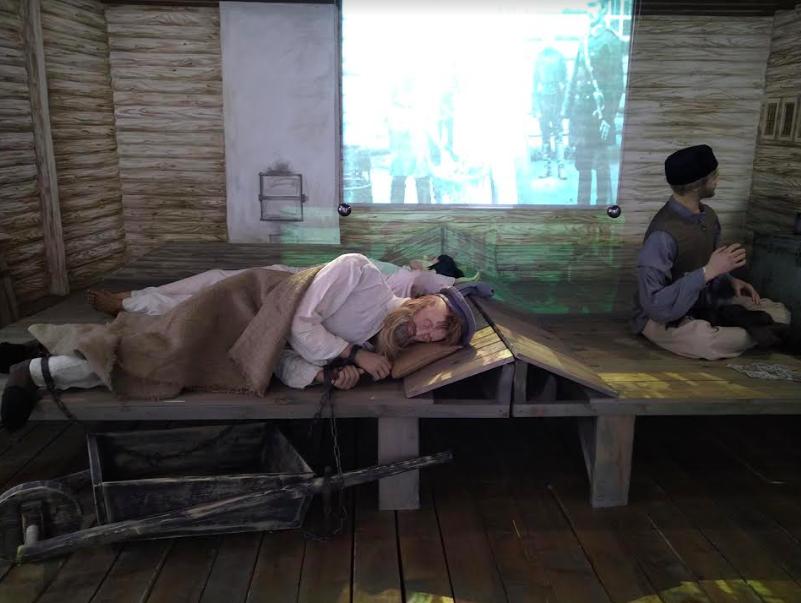 Восковые фигуры в Музее книги «Остров Сахалин»