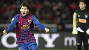 Cầu thủ Lionel Messi của đội Barcelona (Tây Ban Nha) sau khi vừa ghi một bàn thắng vào lưới đội Santos (Brazil) trong trận đấu tại Yokohama, phía nam Tokyo ngày 18/12/2011.