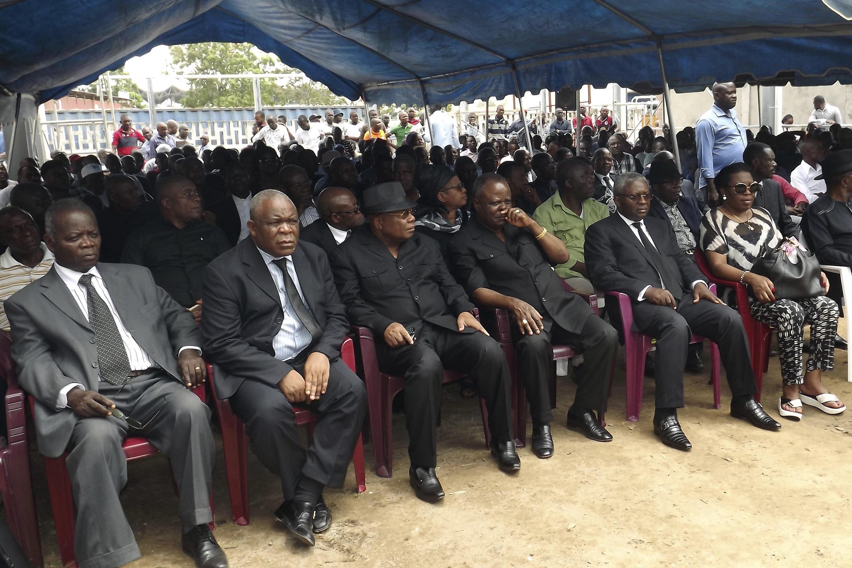 Les leaders de l'opposition congolaise lors de la cérémonie en hommage aux victimes de la répression de la marche du 20 octobre, à Brazzaville, le 30 octobre 2015.