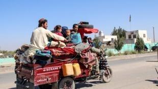 Des familles entières sont parties en urgence dans la Helmand, pour échapper aux violences qui font rage depuis six jours.
