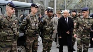 Jean-Yves Le Drian  وزیر دفاع فرانسه