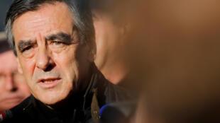 François Fillon, le candidat de la droite à la présidentielle, va se rendre au Sahel pour sa première visite hors de l'Europe.