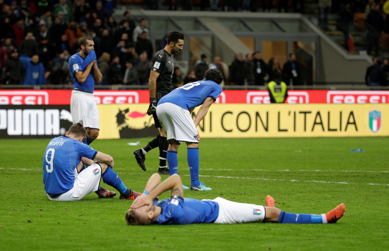 Tuyển thủ Ý thất vọng sau trận hòa 0-0 với Thụy Điển trong trận tranh vé vớt dự World Cup mùa hè 2018 tại Nga.