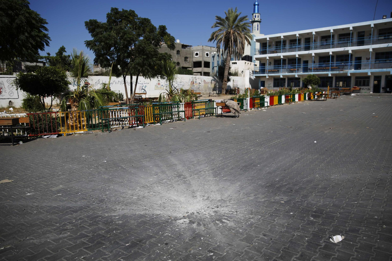 Trường học của LHQ tại Beit Hanoun, bị trúng đạn pháo Israle. Ảnh ngày 24/07/2014.