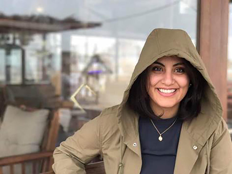A militante Loujain al-Hathloul que foi presa em 2018,foi condenado a cinco anos de prisão