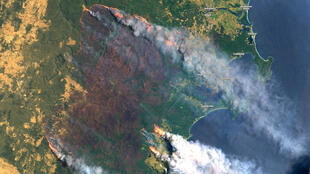 Imagem de satélite mostra a nuvem de fumaça produzida pelas queimadas na Austrália, no dia 31 de dezembro de 2019.