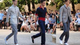 Tres modelos del la firma francesa Arnys ayer en Paris
