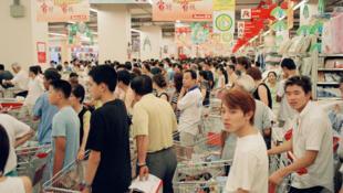 Dans un supermarché en Chine. Avec plus de «498 milliards» de yuans de commandes, c'est une augmentation de plus de 26% de la consommation qui a été constatée par rapport à 2019.