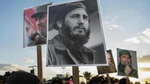 Multidão presta homenagem à Fidel Castro, na praça da Revolución de Santiago  de Cuba.03 de Dezembro de 2016
