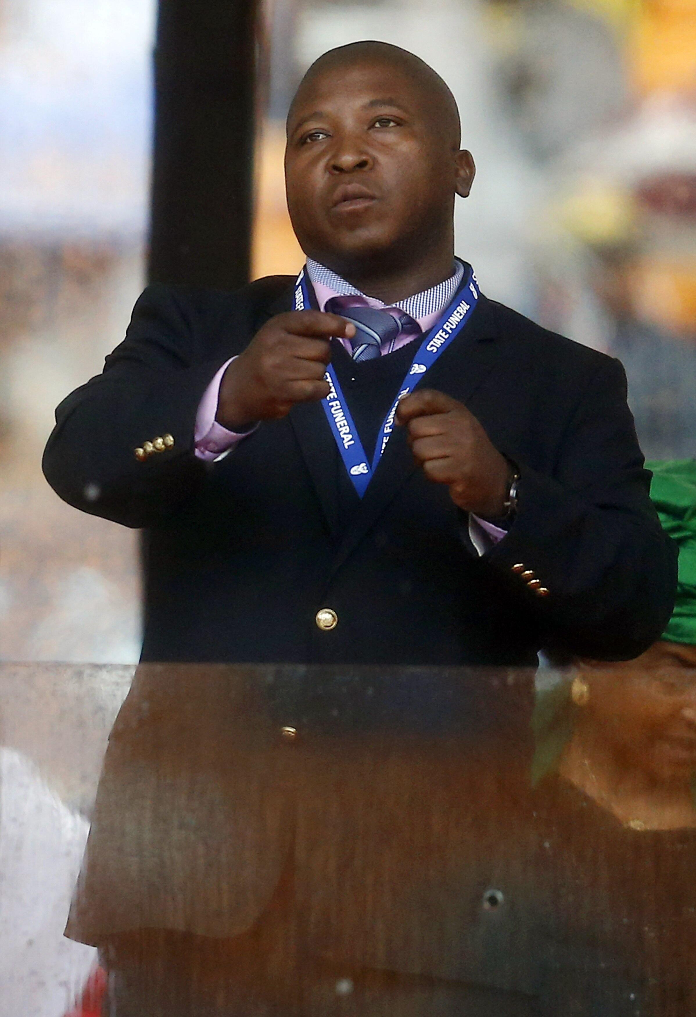 """Thamsanqa Jantjie foi duramente criticado por uma sua atuação durante a cerimônia em homenagem a Nelson Mandela e taxado como um """"falso intérprete"""". ."""