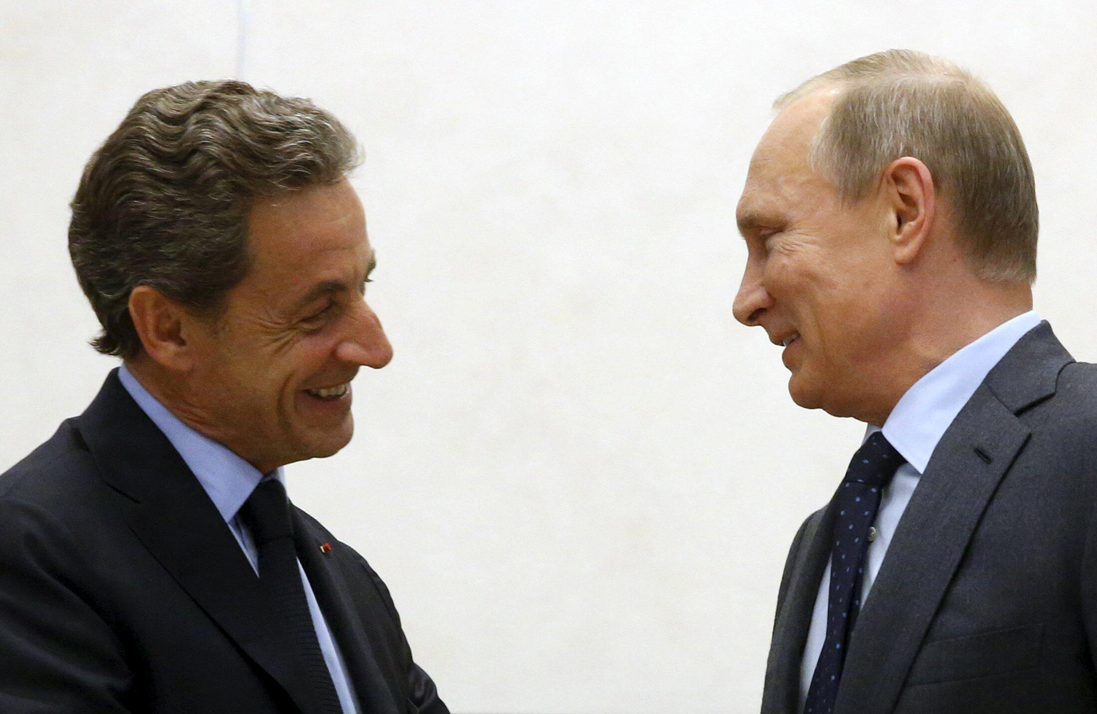 Экс-президент Франции Николя Саркози и президент России Владимир Путин в Ново-Огарево, 29 октября 2015 г.