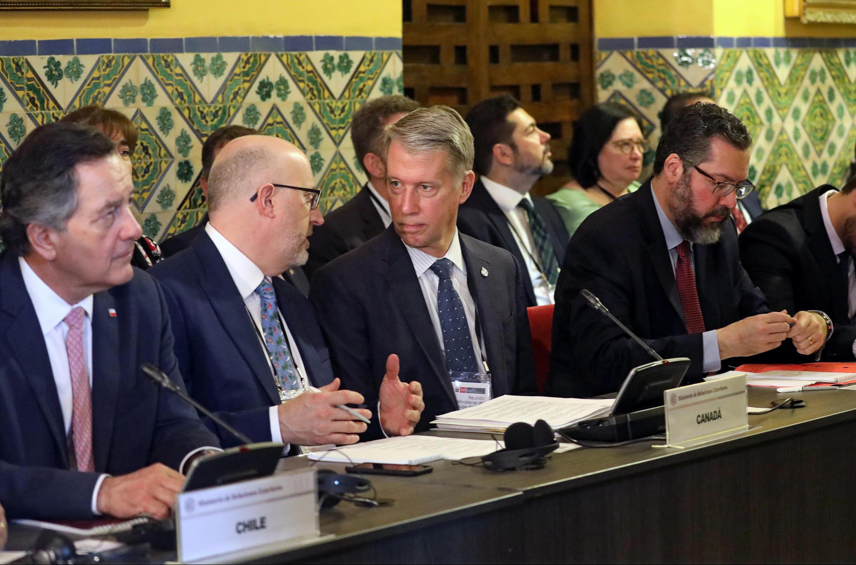 Les chefs de délégations du Groupe de Lima, représentant notamment le Chili, le Canada et le Brésil, lors d'une discussion sur le second mandat du président vénézuélien, le 4 janvier 2019 au Pérou.