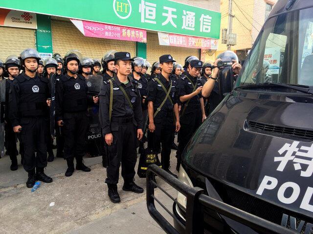Công an tuần tra tại làng Ô Khảm, Quảng Đông, Trung Quốc, ngày 20/06/2016.