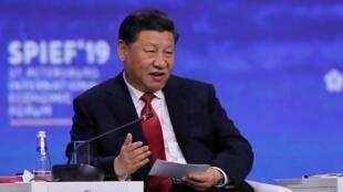 Le président chinois Xi Jinping prend la parole lors d'une session du Forum économique international de Saint-Pétersbourg (SPIEF), Russie le 7 juin 2019. (Illustration)
