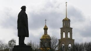 La statue de Lénine à Slaviansk, dans l'est de l'Ukraine, photographiée en avril 2014.