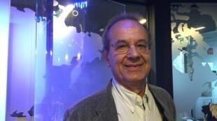 """O francês Jacques Leenhardt, curador da exposição """"L'Atelier tropical"""""""