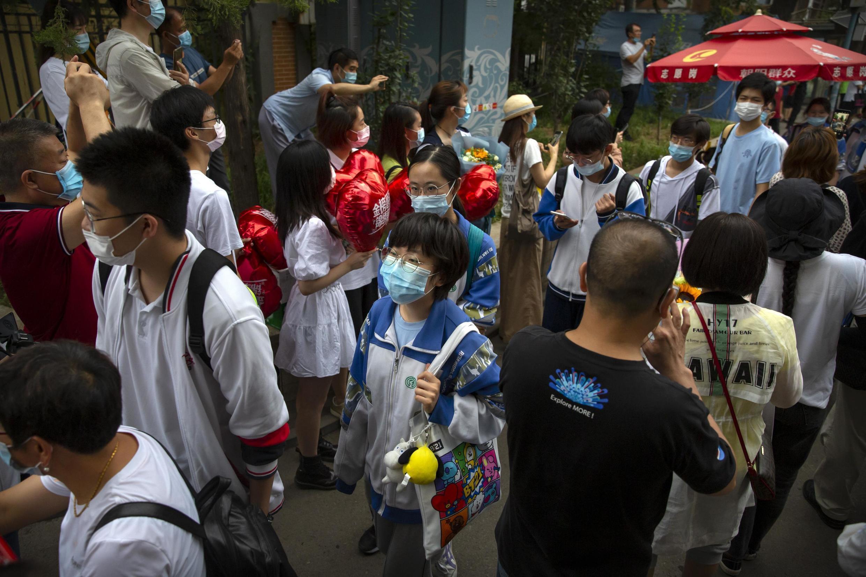 Học sinh Trung Quốc rời phòng thi sau kỳ thi Cao Khảo tại Bắc Kinh ngày 10/07/2020.