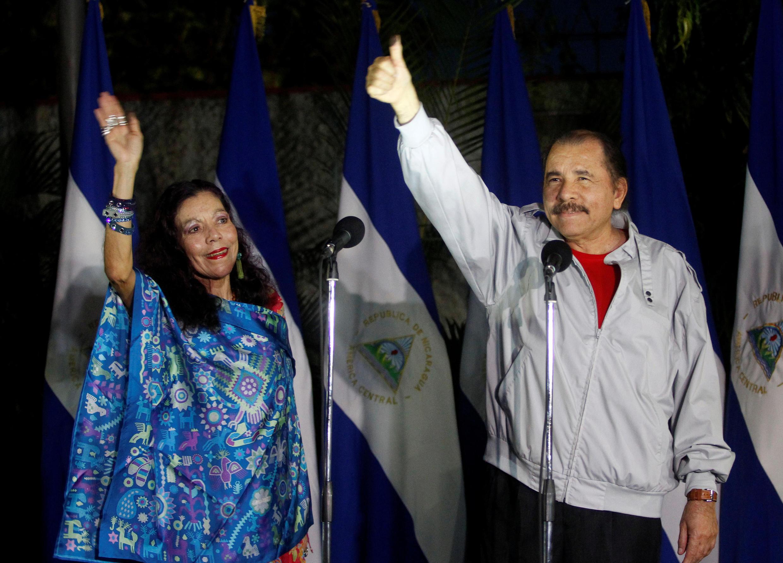 Daniel Ortega, président du Nicaragua et son épouse, vice-présidente, après leur vote, à Managua, le 7 novembre 2016.