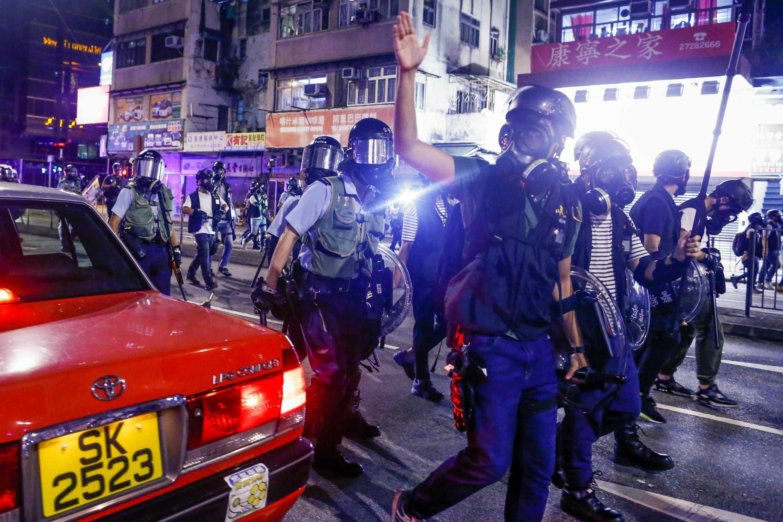 Violência dos protestos em Hong Kong aumentou nos últimos dias e polícia se prepara para fortalecer o aparato de segurança nas manifestações previstas neste fim de semana. (Foto: 14/08/2019)