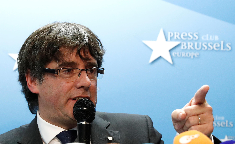 Tsohon Shugaban yankin Catalonia da gwamnatin Spain ta kora, Carles Puigdemont, yayin gabatar da jawabi a birnin Brussels.