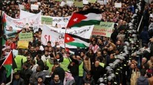 Le Parlement jordanien a voté contre l'importation de gaz naturel en provenance d'Israël après une manifestation à Amman, réunissant des centaines d'opposants à l'accord, le 17 janvier 2020.