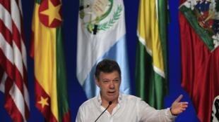 Juan Manuel Santos durante una conferencia de prensa, este domingo 15 de abril de 2012.