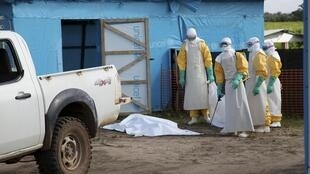 利比里亚埃博拉疫区隔离病房外2014年7月27日