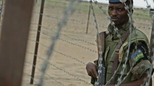 Un casque bleu rwandais au Darfour au Soudan.