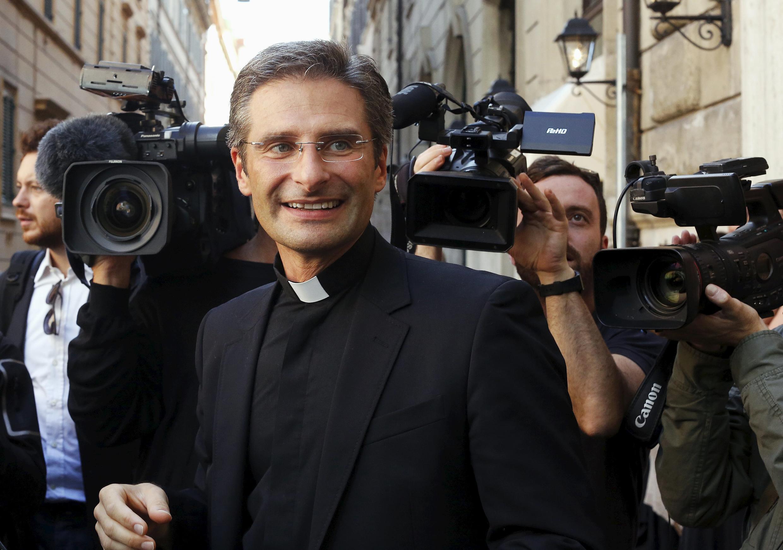 Đức ông Krzysztof Olaf Charamsa tại Roma, 03/10/2015 sau khi tiết lộ với báo chí là người đồng tính.