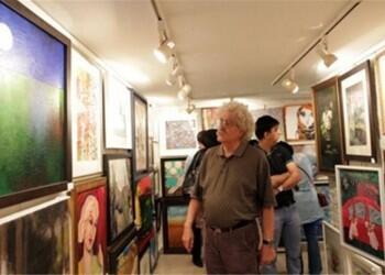 """گالری گلستان مانند هر سال، مرداد ماه میزبان رویداد تابستانی """"صد اثر صد هنرمند"""" است که از آن به عنوان قدیمیترین رویداد تجسمی بخش خصوصی در ایران یاد میشود."""