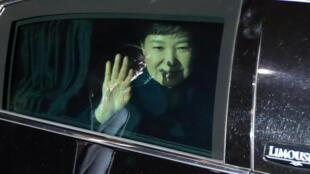 Park Geun-hye, peu avant son arrivée à sa résidence personnelle, le 12 mars 2017.